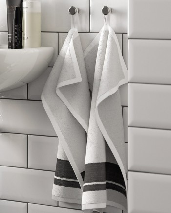 30x50-Towel---White-and-black-stripes_001